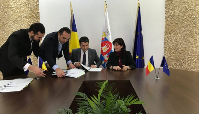 Se modernizează flota RATC! Primarul Decebal Făgădău a semnat contractul de împrumut cu BERD