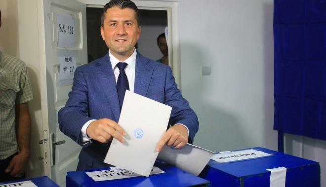 """Foto: Alegeri Constanţa. Decebal Făgădău: """"Am votat pentru unitate între toţi constănţenii"""""""