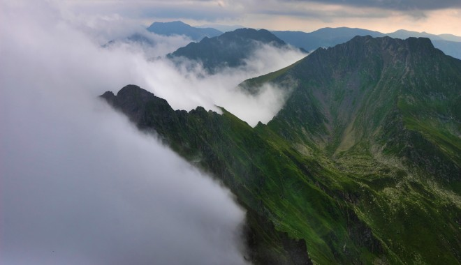 Foto: Mai mulți turiști au rămas blocați pe muntele Făgăraș
