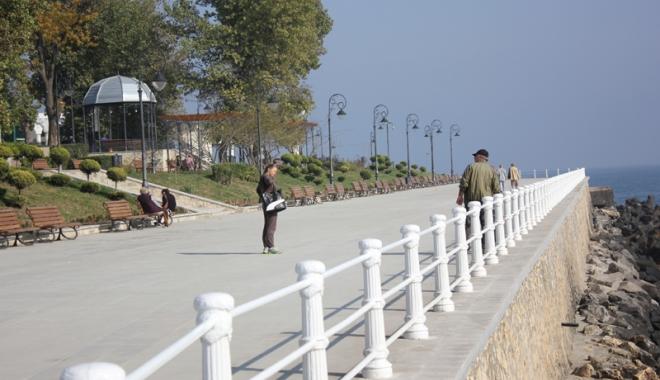 Foto: Din ce în ce mai mulţi turişti la Constanţa