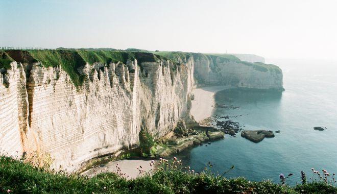 Foto: Faleza sinucigaşilor: zeci de oameni  îşi iau viaţa de pe  o vestită stâncă  din Normandia