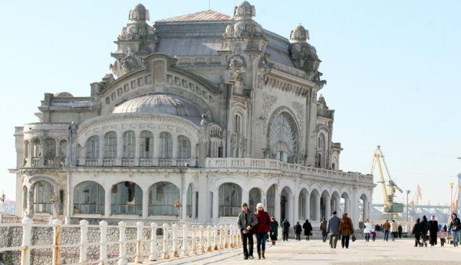 Foto: Sondaj privind soarta Cazinoului. Sunteți de acord ca Primăria Constanța să se împrumute pentru a fi restaurat?