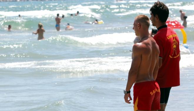 Foto: Fără tragedii pe plajele din Mamaia şi Constanţa