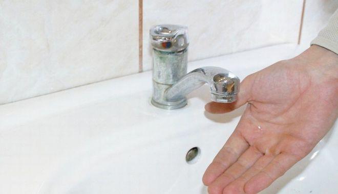 Foto: AVARIE RAJA. Zona Dacia din Constanţa a rămas fără apă rece