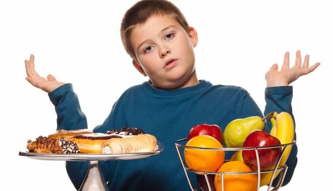 Foto: Fără dulciuri, chips-uri şi alimente care îngraşă, pentru copiii supraponderali