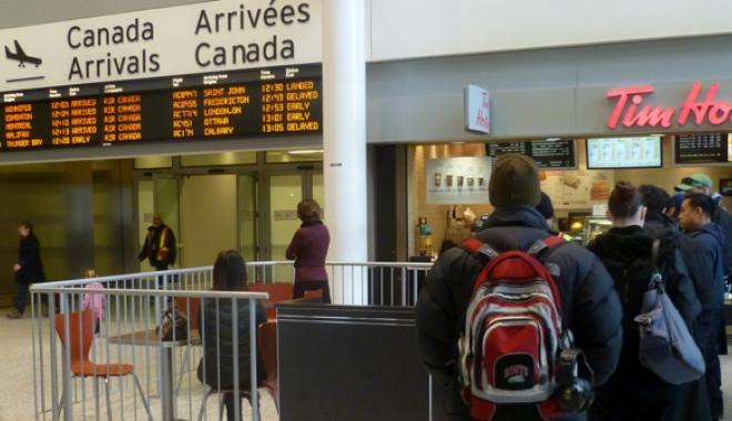 Foto: Canada renunţă  la vizele pentru români
