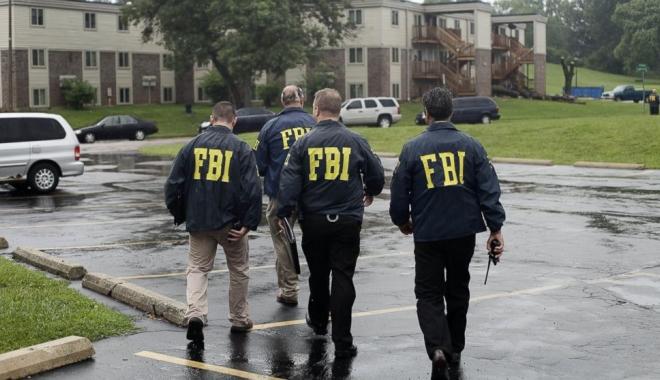 Foto: Român suspectat că a fabricat legitimații false ale FBI și CIA, căutat de autorităţile americane