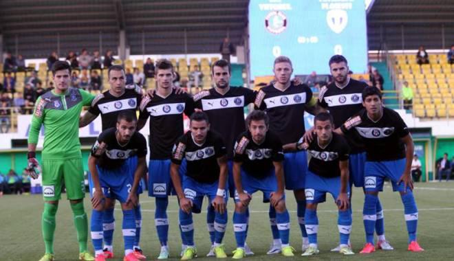 """Foto: Liga I de fotbal, etapa a 14-a. FC Viitorul înfruntă """"câinii roşii"""""""