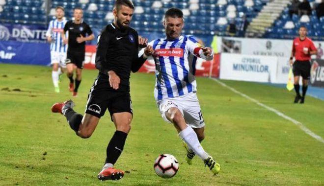 Foto: FC Viitorul, în sferturile Cupei României.  Hagi, nervos la conferinţa de presă