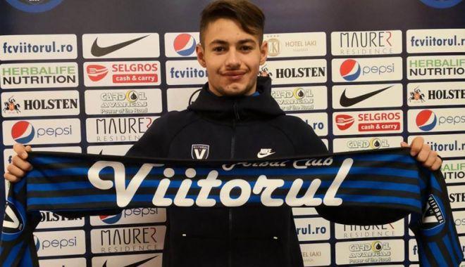 Foto: FC Viitorul  i-a prelungit contractul mijlocaşului Alexandru Măţan