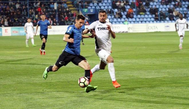 Foto: Fotbal - Liga I: FC Viitorul învinge CSU Craiova şi urcă pe primul loc. Etapa viitoare, cu titlul pe masă!