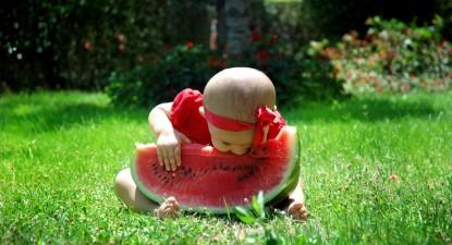 Foto: Fructele cu sâmburi şi bomboanele, interzise copiilor sub patru ani