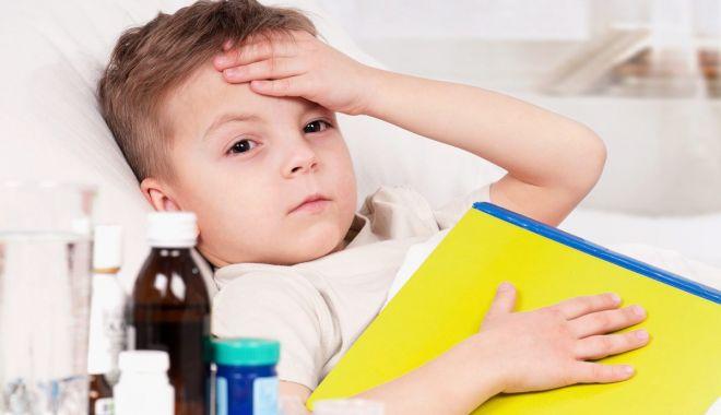 Foto: Copilul are febră? Nu recurgeți la automedicație!