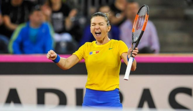 Foto: Fed Cup. Simona Halep  şi Kristina Mladenovic au deschis balul