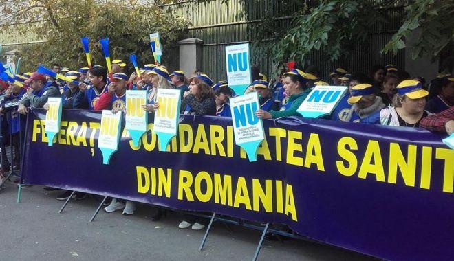 """Foto: Federația """"Solidaritatea Sanitară"""" acuză guvernanții că vor să reducă salariile"""