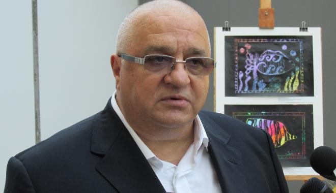 Foto: Liderul PSD Constanţa, Felix Stroe, în cărţi pentru Guvern