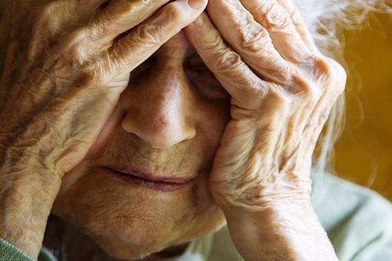 Foto: Un bărbat din Constanţa şi-a agresat mama! Poliţiştii, nevoiţi să emită ordin de protecţie