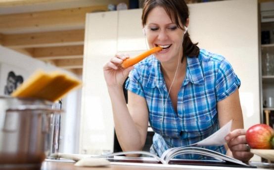 Foto: Femeile au mai puţin timp liber decât bărbaţii