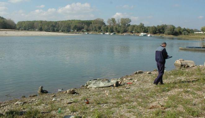 Foto: Fetiţă de 13 ani, posibil înecată în braţul Borcea al Dunării