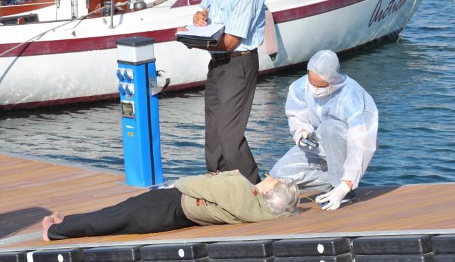 O femeie a fost găsită moartă în Portul Tomis/ Atenție, FOTOGRAFII șocante - femeieinecata10-1317022906.jpg