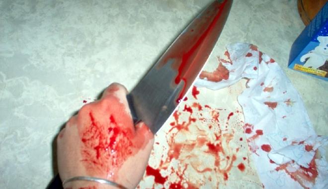 Foto: Înjunghiată în picior de propriul soţ