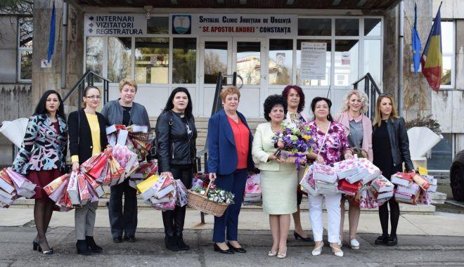 Foto: Femeile din PSD Constanța au oferit daruri tinerelor mame din spital