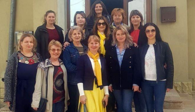Foto: Femeile liberale  au donat medicamente dispensarelor  din comuna  Poarta Albă