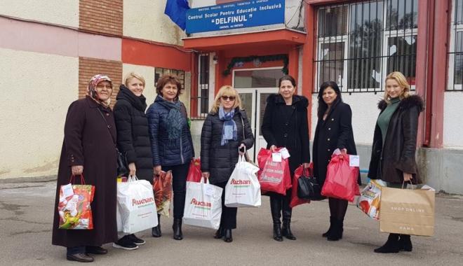 """Foto: Femeile din PSD Constanţa au oferit  daruri micuţilor de la Centrul """"Delfinul"""""""