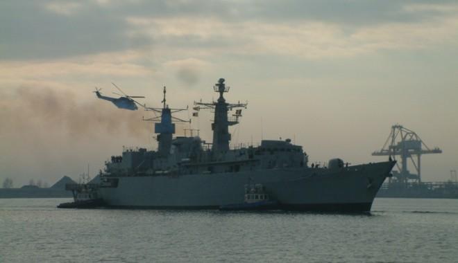 Foto: România trimite o fregată în lupta cu piraţii