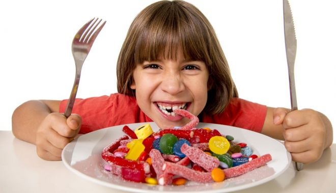 Foto: Feriți copiii de reclamele la dulciuri de la televizor !