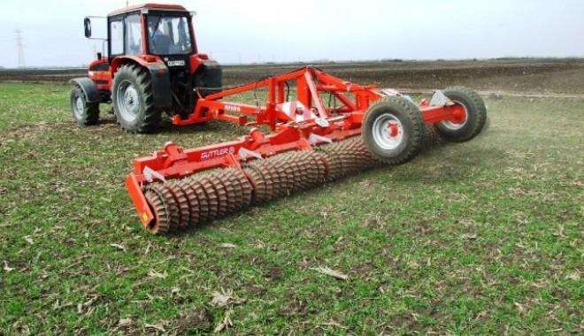 """Foto: Fermierii constănţeni pot lua credite pe baza adeverinţelor emise de APIA. Încă o bancă a intrat în """"competiţie"""""""
