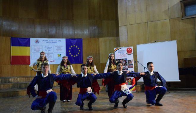 """Foto: """"Primăvară Comunitară"""", festival interetnic, la Constanţa"""