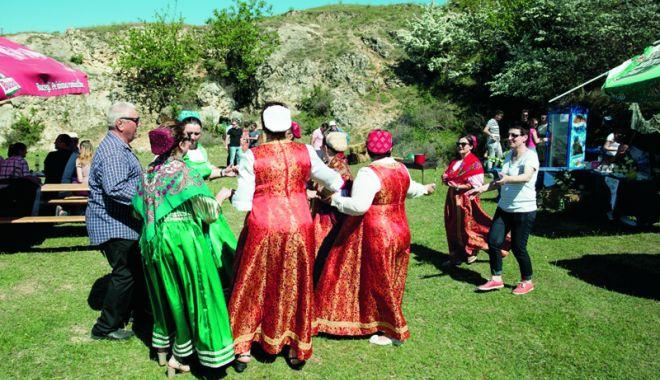 Foto: Pescăreşti la Ghindăreşti. Festival lipovenesc, cu mult peşte şi muzică rusească, pe malul Dunării