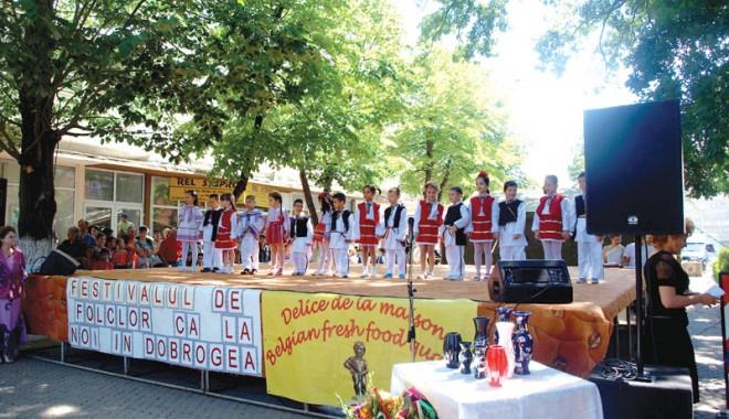 """Foto: Trofeul Festivalului """"Ca la noi în Dobrogea"""" a rămas în Medgidia"""