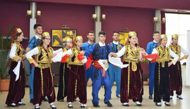 Foto: UDTR marchează sosirea primăverii printr-un festival cultural