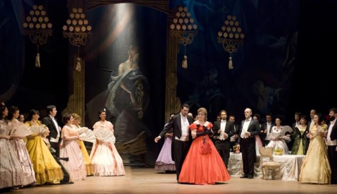 """Foto: """"Traviata"""" lui Verdi  şi """"Zorba"""", pe scena  Teatrului """"Oleg Danovski"""""""