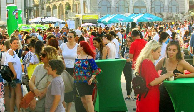 """Foto: Festivalul îngheţatei vă aşteaptă în piaţa """"Ovidiu"""""""