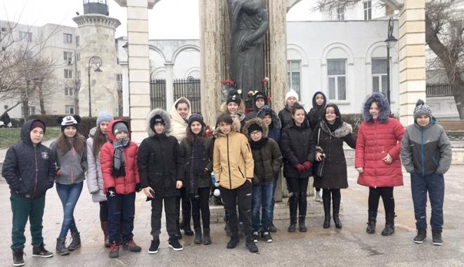 """Foto: Câştigătorii concursului """"Ludi Ovidiani"""", premiaţi de Inspectoratul Şcolar"""