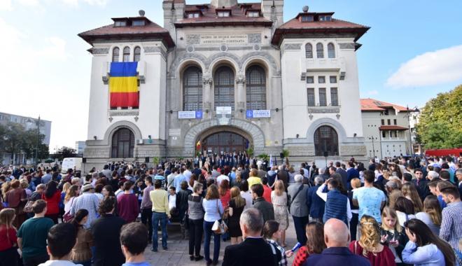 Foto: Deschiderea anului universitar, în Piaţa Ovidiu