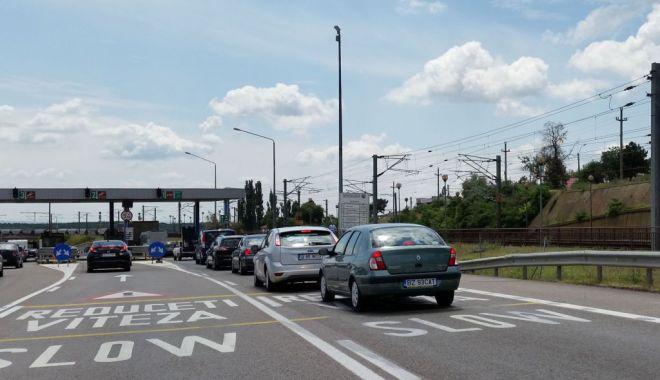 Foto: Patru benzi de trecere spre Constanţa, la Agenţia de Încasare Feteşti