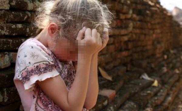 Foto: CAZ CUTREMURĂTOR! Părinţii şi-au închiriat fetiţa de 3 ani unui pedofil. Scenele porno, filmate