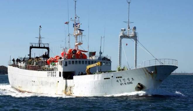 Foto: PESCADOR în pericol de scufundare, în Marea Neagră