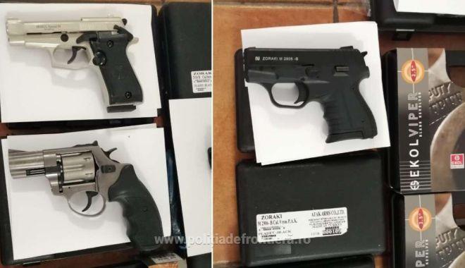 Foto: Pistoale cu gaze şi arme cu aer comprimat, confiscate de poliţişti