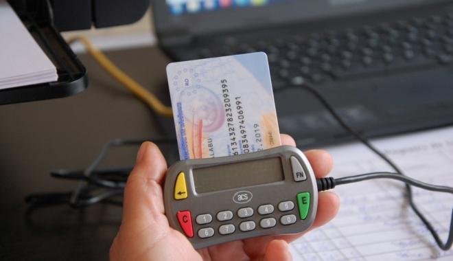 Foto: Dispare cardul de sănătate? MAI vrea introducerea cărţii electronice de identificare