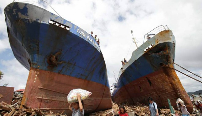 Foto: Filipinele, devastate de taifunul Haiyan. Stare de urgen�� �n insula Leyte