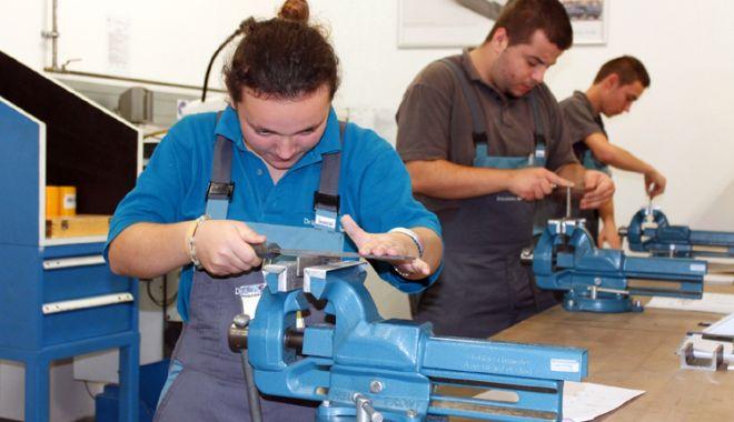 Foto: Finanțare europeană pentru practica în producție a eleviilor din școlile postliceale