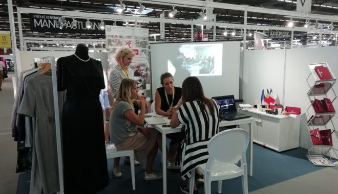 Foto: Firme românești au expus la Salonul de modă din Paris
