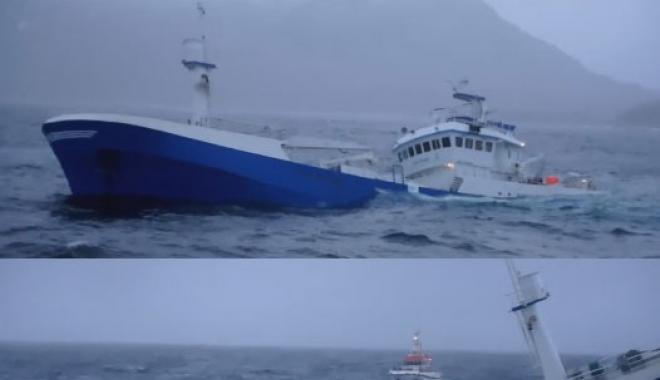 Foto: O navă pentru transportul peştelui s-a scufundat în Marea Norvegiei
