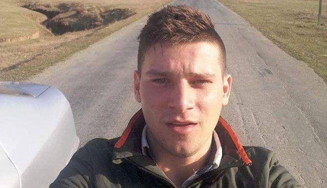 Foto: Fiul şefului de post din comuna Grădina, condus pe ultimul drum