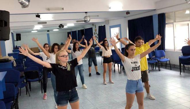 Foto: Elevii din Medgidia,  implicaţi într-un nou proiect